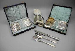 Silber-Besteck für zwölf PersonenSilber 800, jeweils am Stiel mit Feingehaltsstempel, Halbmond und