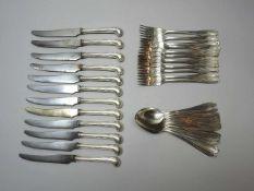 Monogrammiertes Silber-Besteck für zwölf PersonenSilber 800, jeweils am Stiel oder Griff mit