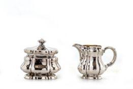 Zuckerdose und Sahnekännchen, Koch & Bergfeld800er Silber, innen vergoldet. Rechteckiger mehrfach