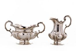 Zuckerdose und Sahnekännchen; London 1837Benj. Smith, vgl. Jackson, S. 229. Sterling-Silber, innen