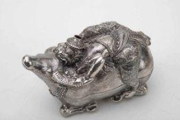 Wasserbüffel als Duftdose, KambodschaSilber, getrieben. Dose in Form eins kompakten Wasserbüffels