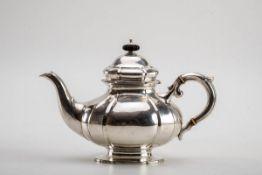 Teekanne, Christian F. Heise, Kopenhagen 1931835er Silber. Ovaler Stand mit Profilrand. Gedrückt