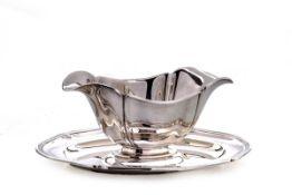 Sauciere, Wilkens & Söhne, Hemelingen835er Silber. Ovale Unterplatte mit festaufgesetzter