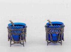 Paar Schälchen mit Löffel,Silber. Kobaltblauer Glaseinsatz. Auf vier schlanken Beinen durchbrochener