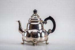 Teekanne, Bremer Werkstätten für KunsthandwerkArt Déco um 1925. Entw. Wilhelm Schulze. 830er Silber,