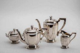 Vierteiliges Kaffee-Teeset, um 1920800er Silber, teilweise innen vergoldet. Bestehend aus: