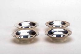 4 Dessertschälchen, Art Déco um 1930800er Silber. Runde schlichte tiefgemuldete Form, profilierter