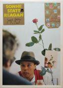 """Joseph Beuys, """"Ohne die Rose tun wir's nicht"""", Vinylplatte """"Sonne Statt Reagan"""" und DDR-Tüte Guten"""