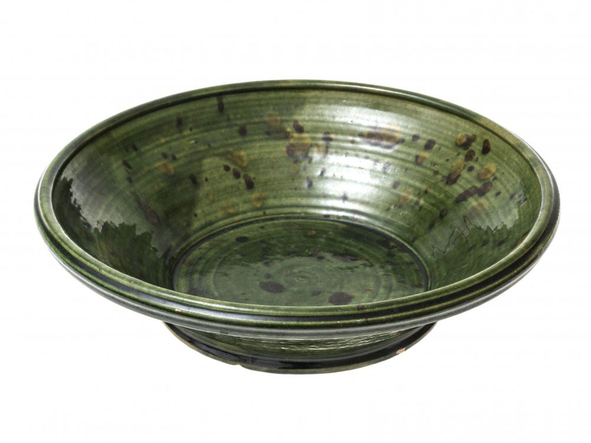 Los 30 - Manz, Jörg vonSchüssel, Keramik. Grün glasiert. ø 33 cm. Unsign.
