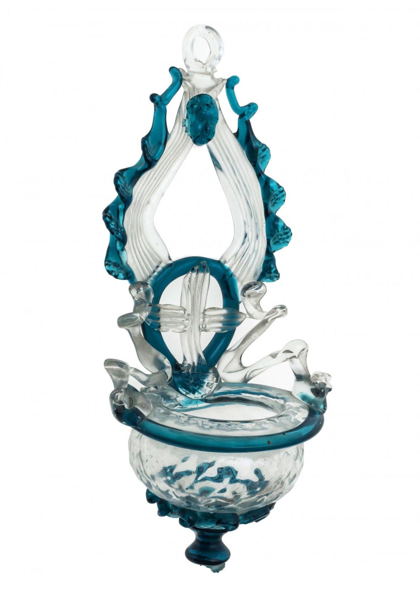Los 46 - Weihwasserbehälter (Weihbrunn)Glas. Südtirol, 19. Jh. H. 21,5 cm.