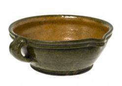 HenkelschüsselNiederbayern (Kröning?), 19. Jh. Irdenware, außen olivgrün, innen ockerfarben