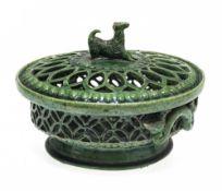 """Deckelkorb (""""nadlkörbl"""")Kröning, um 1900. Irdenware, grün glasiert. Als Deckelknauf Hund. Best. H."""