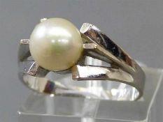 Damenring14 kt. Weißgold, 1 Zuchtperle, d 7 mm, ca 4g, RM 55,