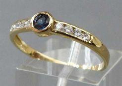 Damenring14 kt. Gelbgold, mittig 1 Saphir, 8 Kristallsteine als Besatz, ca 2g, RM 65,
