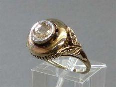 Damenring, um 188014 kt. Gelbgold, 1 Diamantrose, durchbrochen gearbeitete Fassung, ca 5g, RM 55,