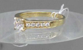 Damenring14 kt. Gelbgold, 1 Brillant, 0,55 ct., weiß, si, 10 Brillanten als Besatz zus. 0,18 ct., (