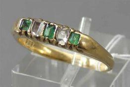 Damenring, 19. Jh. 14 kt. Gelbgold, 3 Smaragde, 2 Diamantbaguetten, teilweise beschädigt, ca 3g,