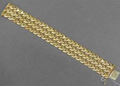 Armband18 kt. Rotgold, Glieder mit Blumendekor, Kastenschloss mit Sicherung, ca 49g, l 19 cm, b 2,