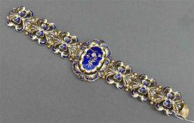 Armband18 kt. Gelbgold, blau-weiß emailliert, Blumen- und Ornamentdekor, durchbrochen gearbeitet,