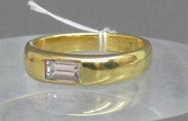 Damenring18 kt. Gelbgold, 1 Diamantbaguette ca 0,40 ct., weiß, vsi, ca 5g, RM 51,5