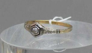 Damenring, um 188014 kt. Gelbgold, 1 Brillant ca 0,15 ct., weiß, si, ca 2g, RM 66,