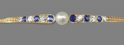 Armreif, um 190014 kt. Rotgold, besetzt mit 6 kleinen Saphiren und 6 kleinen Diamanten, mittig 1