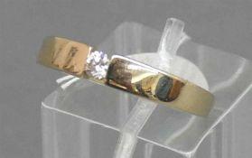 Damenring14 kt. Gelbgold, Christ, mittig Solitärbrillant, 0,10 ct., 3,5 g schwer, RM 58,