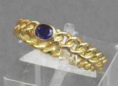 Damenring18 kt. Gelbgold, mittig blauer Saphir, 2,1 g schwer, RM 54,