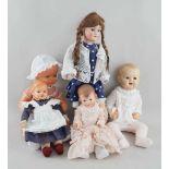 Konvolut Puppen, u.a. Gliederkörperpuppe mit Porzellankopf, Glasschlafaugen, Echthaar, H60cm,