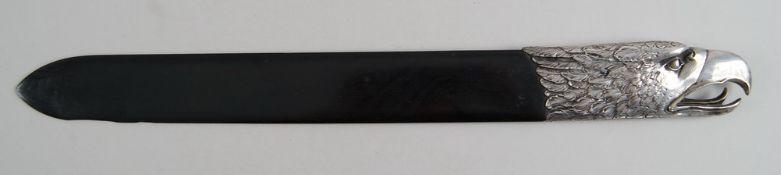 Grosser Brieföffner, Holzschaft mit Silbermontierung, Adlerkopf, gepunzt, L 43 cm- - -24.00 %