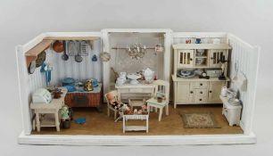Schöne Puppenküche mit reichlichem Inventar, bespielt, 34x76x42cm- - -24.00 % buyer's premium on the