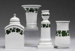 "Konvolut ""Weinlaub""4-tlg. Weiß, glasiert. Teedose, Paar Vasen u. 1-flg. Tischleuchter. Uglgr."