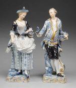 Paar große GärtnerfigurenWeiß, glasiert. Auf quadratischen Natursockeln je stehende Figur eines