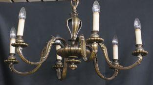 Sechsflammiger BronzedeckenleuchterHöhe 57 cm und Durchmesser 64 cm, in einem guten Zustand,