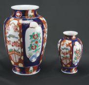 Zwei chinesische VasenPorzellan, Chinoiserien, Höhe der großen Vase 19 cm, Höhe der kleinen Vase