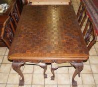 Tisch mit vier StühlenNussbaum, vier Stühle, Höhe des Tisches 74 cm x Breite 96 x Länge 127 cm, Höhe