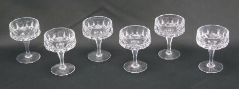 Sechs Kelchgläser aus KristallglasKristallglas, Höhe der Gefäße 9,5 cm und Durchmesser 7 cm, in