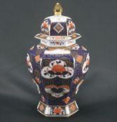 Chinesische DeckelvasePorzellan, Höhe 28 cm x Durchmesser 13 cm, Vase hat am Hals Ausbrüche