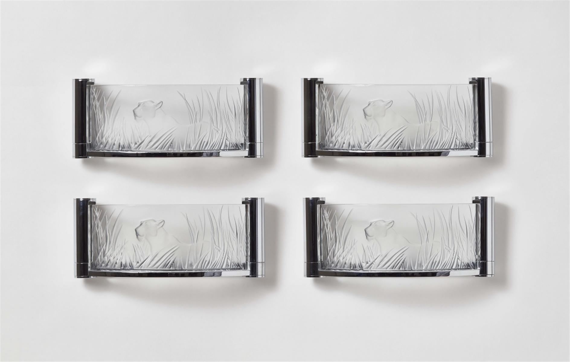 Lot 56 - Satz von vier Appliques KoraModelgeformtes Glas, verchromtes Metall. Geätzte Signatur Lalique