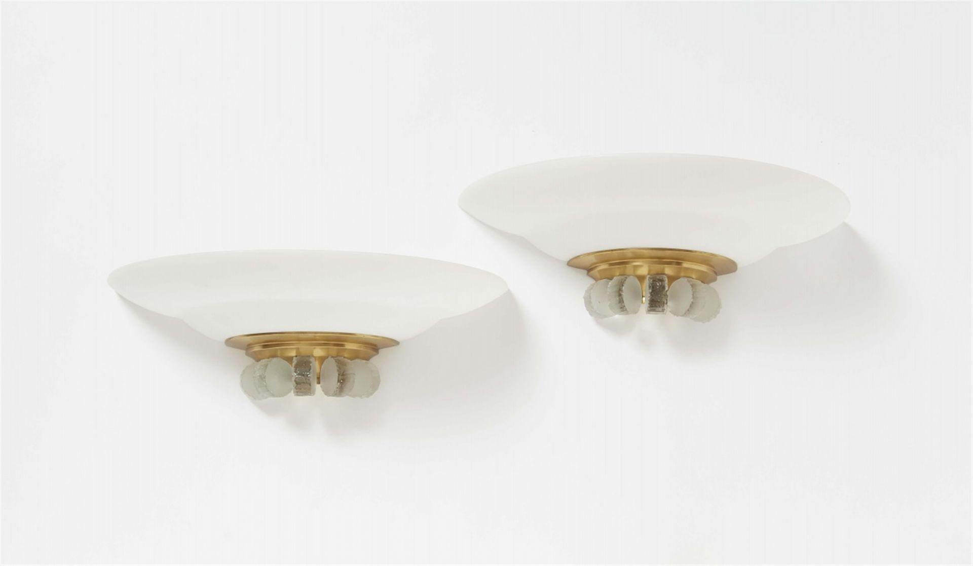 Paar Appliques von Jean PerzelSatiniertes Glas und geschliffenes Klarglas, vergoldete, innen