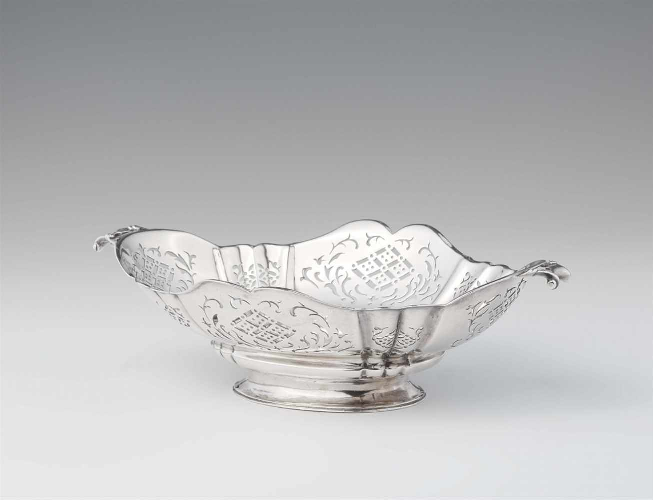 Lot 325 - An Augsburg Baroque silver stembowlOval scalopped dish with handles. Decorated with pierced
