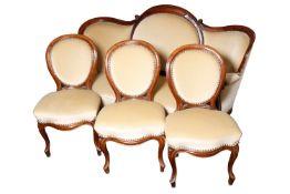Wiener Barock Sitz-Garnitur, um 1870, Nussbaum, neu gepolstert, bestehend aus Sofa (105x172x60 cm)