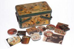Walt Disney Blechkorb, lithographiert, mit verschiedenen Geduldsspielen und Scherzartikeln, darunter