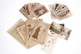 Konv. ca. 50 Karten und Fotos mit Aktmotiven, um 1900