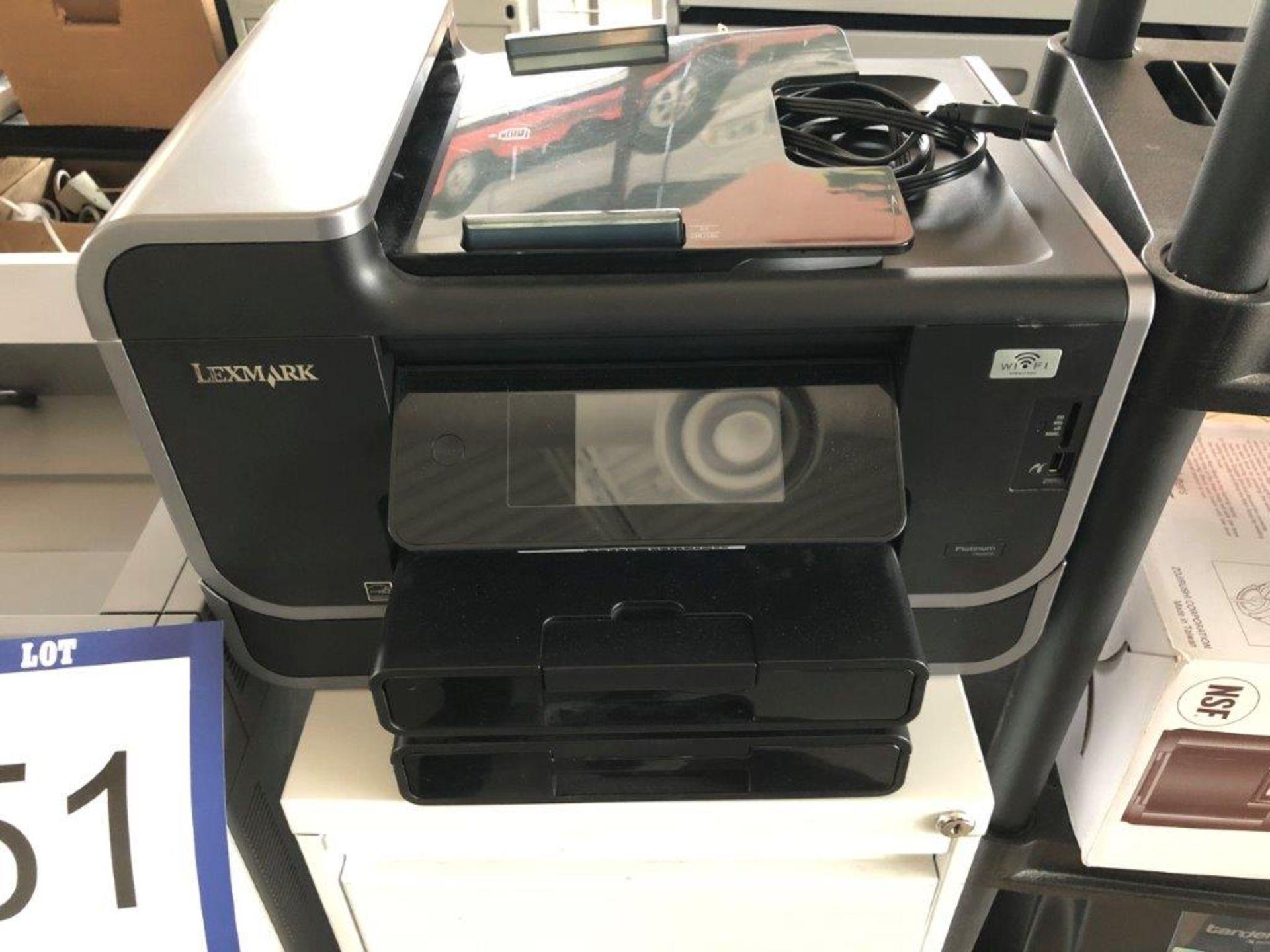 Lot 51 - Lot: cabinet, imprimante LEXMARK Mod. PLATINUM PRO905 et imprimante LEXMARK Mod. C792de
