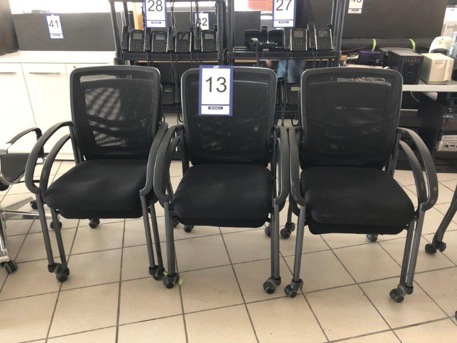 Lot 13 - Lot: 6 fauteuils visiteurs en tissu tressé sur roues
