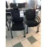 Lot 15 - Lot: 4 fauteuils visiteurs en tissu tressé sur roues