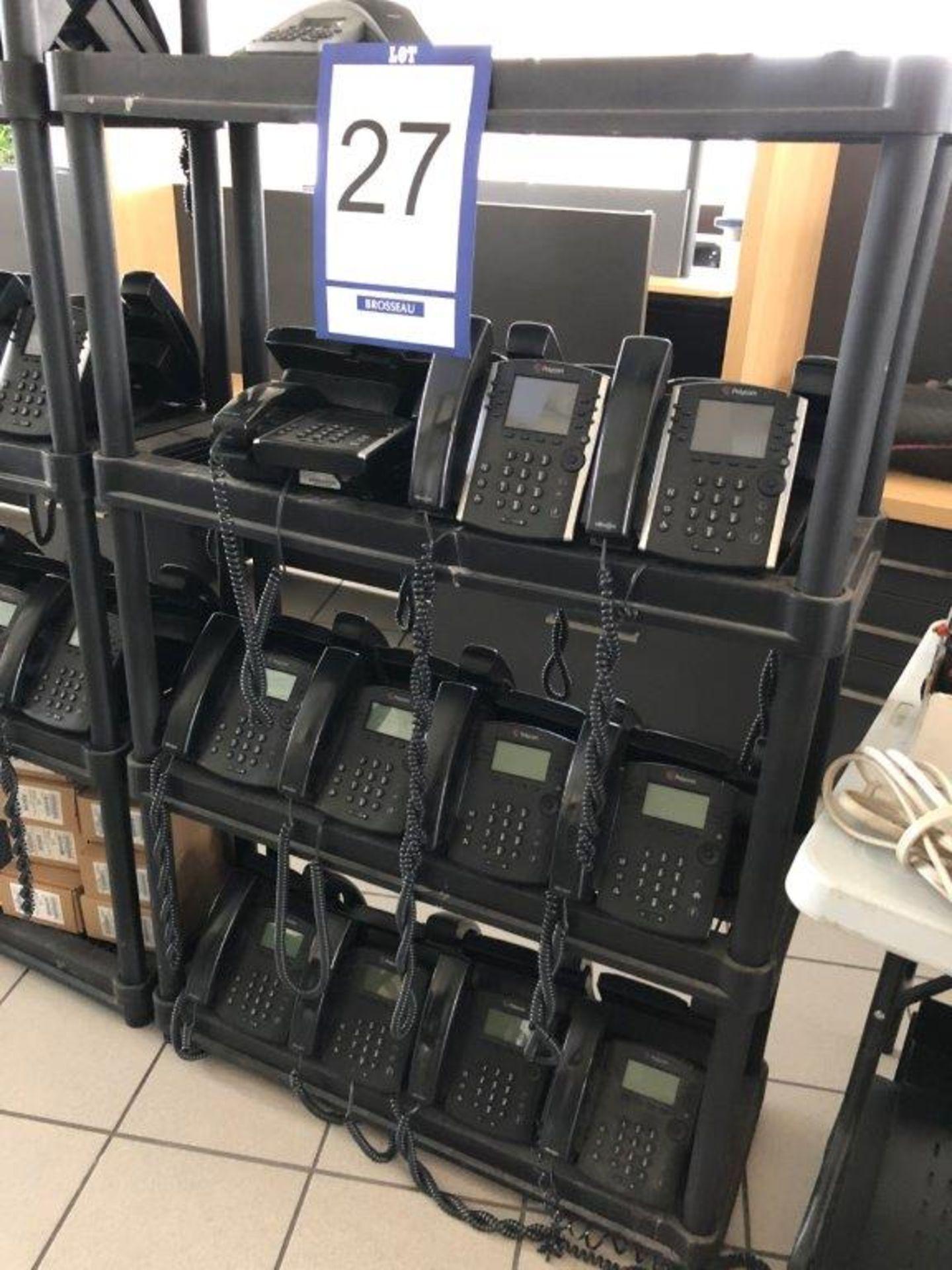 Lot 27 - Lot: étagère avec 22 appareils téléphoniques POLYCOM et téléphone de conférence