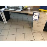 Lot 21 - Bureau avec retour en métal et stratifié avec cabinet 3 tiroirs