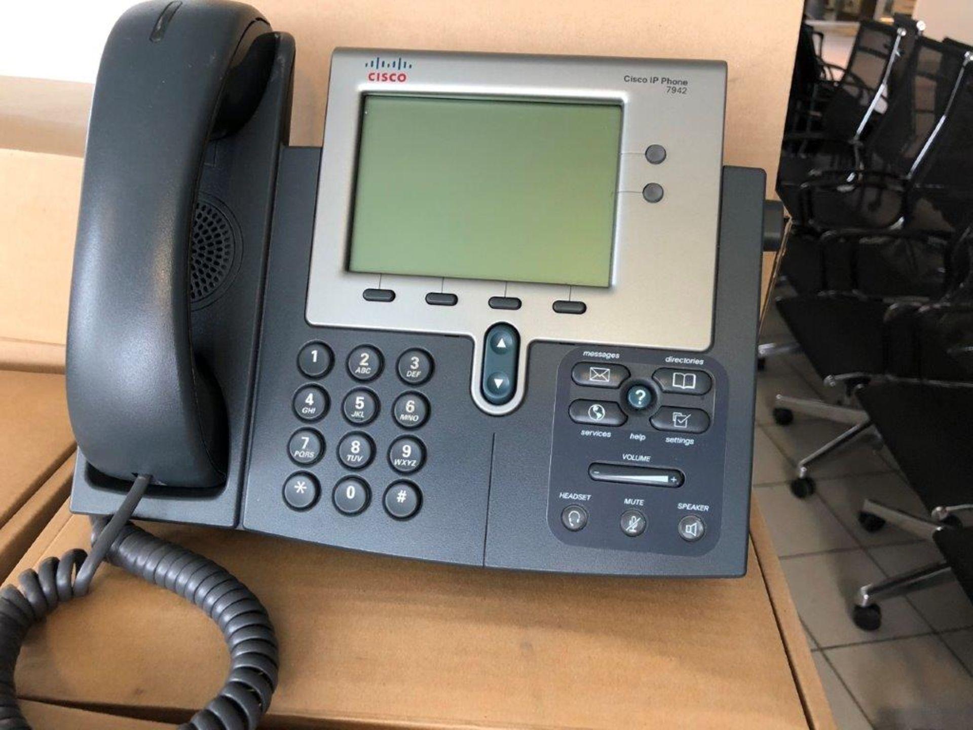 Lot 31 - Lot: appareils téléphoniques CISCO (±40), avec….